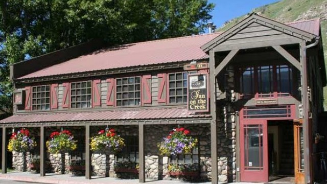 Summer Inn Exterior